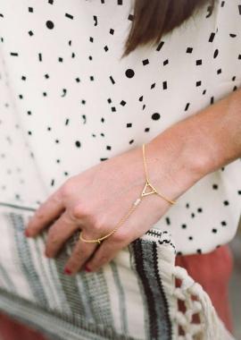 Agatha hand jewel