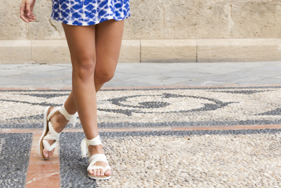 One pair of sandals, seven ways to wear them !